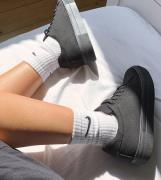ASOS DESIGN – Day Time – Geschnürte Sneaker mit Plateau-Sohle in Schwa...